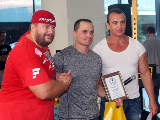 Adrian Petre – o flotare pe dosul palmelor cu 77,5 kg in spate
