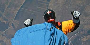 Marius Duta – salt cu parapanta de la 10.761 m