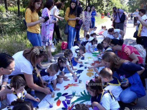 Copiii din Galati – cea mai lunga panza pictata – 1 km
